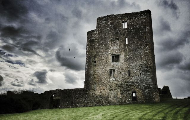 Photograph of a spooky castle in Kilkenny in the south of Ireland.