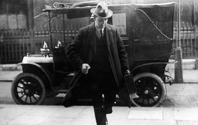Irish Republican leader and Chairman of the Provisional Government of Southern Ireland Michael Collins (1890 - 1922) arrives at the Colonial Office, London, in March 1922.\n