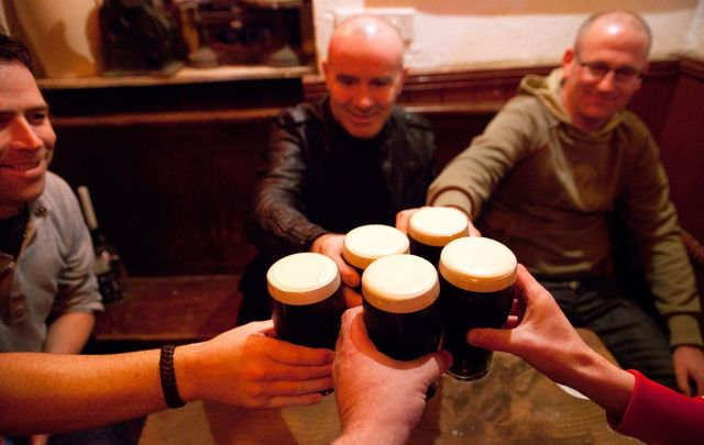 Should Irish pubs stay open later?