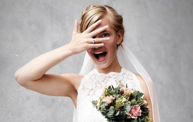Newlyweds Melanie Joughalian and Lachlan Porteous got an adorable photobomb during their Irish wedding photo shoot.