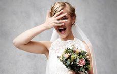 Newlyweds get adorable photobomb during Killarney National Park photo shoot