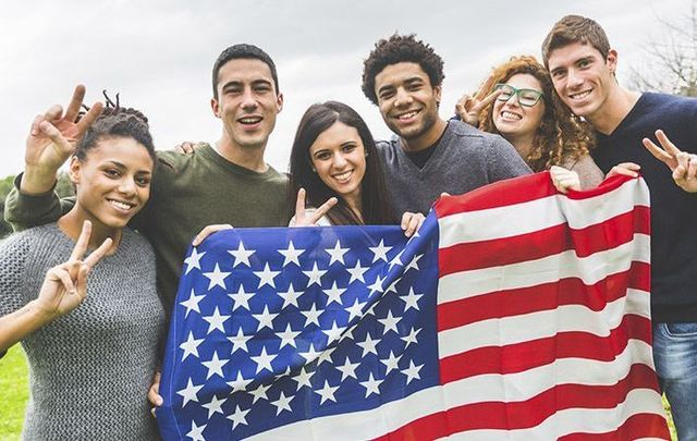 The number of Irish students applying for J-1 visa has decreased consistently since 2013.