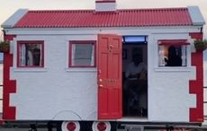 The first mobile Irish pub, in style of thatched cottage, launched in Canada
