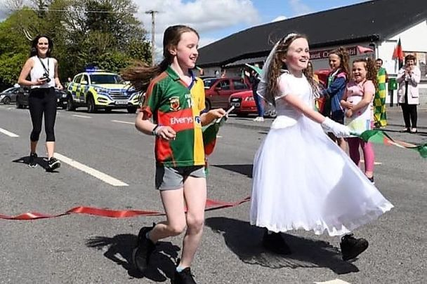 Elouise (R) and her sister Lucia (L) ran a 10k as a fundraiser for Mayo Roscommon Hospice.