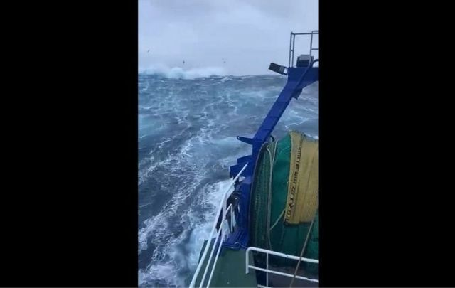Storm Aiden\'s high winds and waves off Donegal\'s coast.