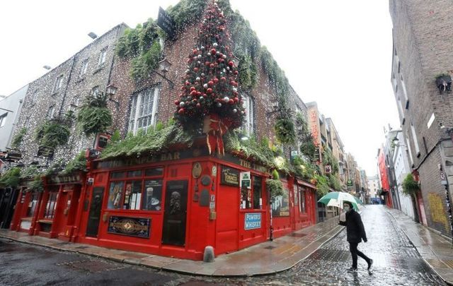 November 11, 2020: A Christmas tree atop the famous Temple Bar Pub in Dubin\'s City Center.