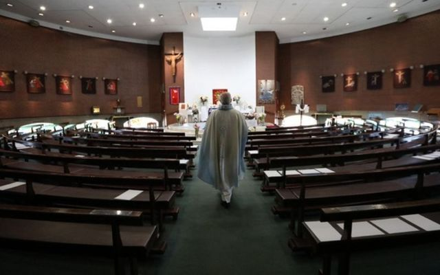 Virtual masses are putting priests under pressure, according to a Catholic association.