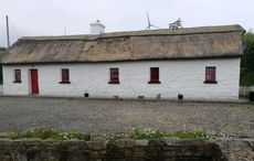 Thumb thatched cottage   dng