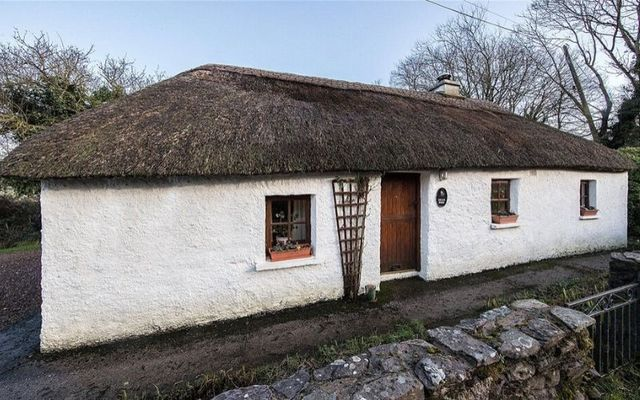 The thatched cottage is located just outside Aglish in County Waterford.