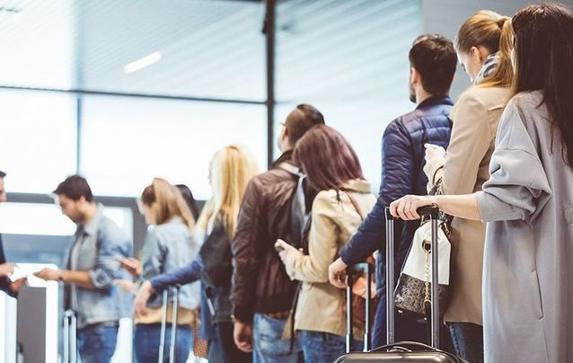 The Australian government is advising unemployed temporary residents, including thousands of Irish nationals, to go home.