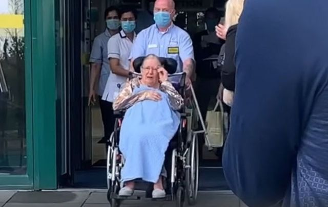 Barbara Holmes, 86, was given a guard of honor as she left hospital after a six week battle with COVID-19.
