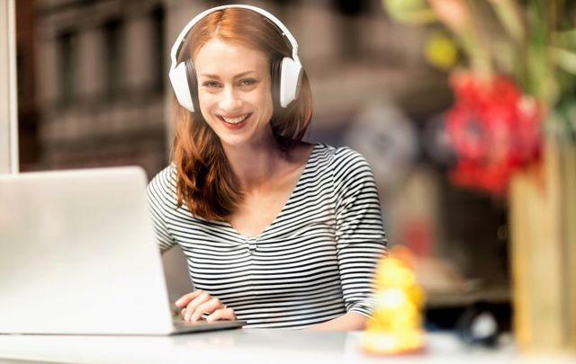 Gaelchultúr is offering online Irish language classes.