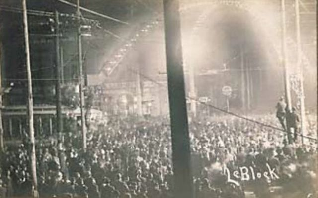 Thousands of people line the streets in Cairo, Illinois for the Lynching of Will James in 1909.