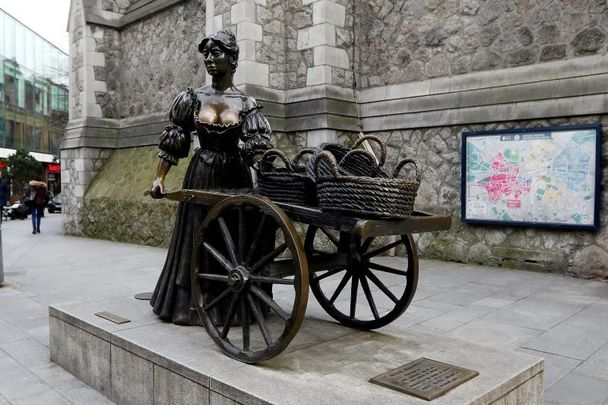 The Molly Malone statue is one of Dublin\'s most famous landmarks.