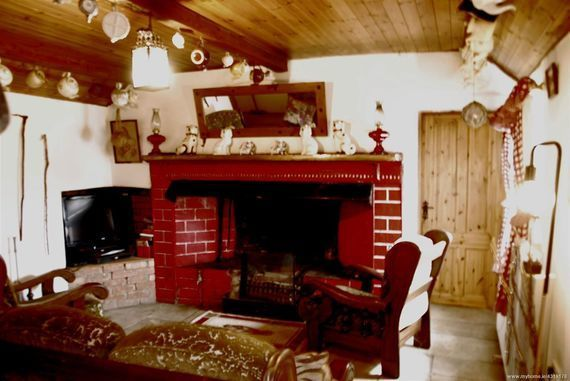 Living room fireplace in Red Rose Cottage.