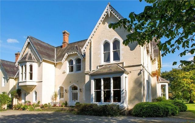 Sean Connery\'s former Irish home, Violet Hill in Bray, Co Wicklow, is on the market.