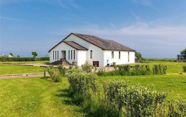Irish celebrity chef Rachel Allen\'s beachside home in Co Cork is for sale.