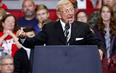Trump awards former Notre Dame coach Lou Holtz with Presidential Medal of Freedom