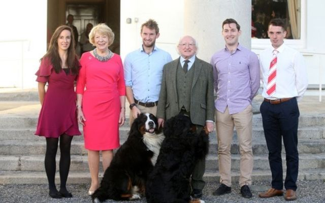 Bród and Síoda with Michael D. Higgins and his wife Sabina as they entertained Irish Olympic silver medallists Gary and Paul O\'Donovan.