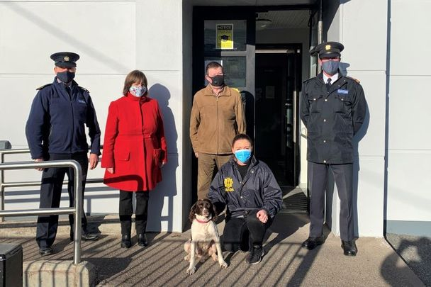 """(L to R) Inspector Sean Leahy, \""""Ruby\"""" with her owners Bernard & Liz Ahern, Detective Garda Michelle Quinn, and Superintendent Adrian Gamble."""