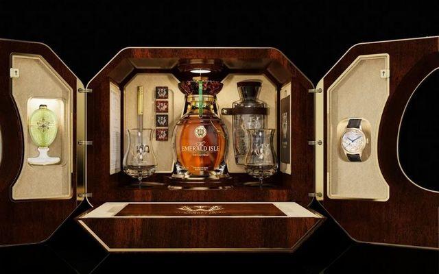 This Irish whiskey gift set is the height of luxury.