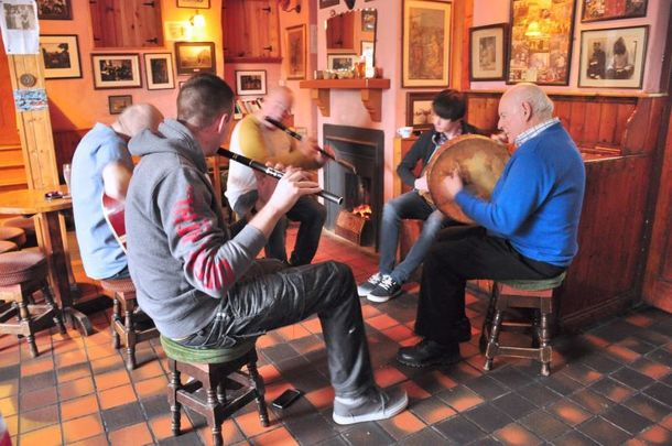 A traditional Irish music session in The Roadside Tavern prior to lockdown.