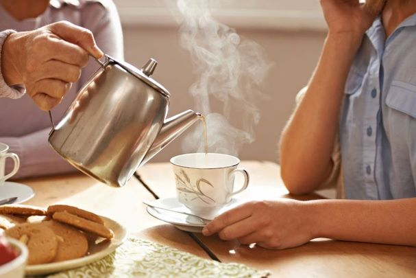 Adults over the age of 65 are advised to avoid drinking strong tea during meals.