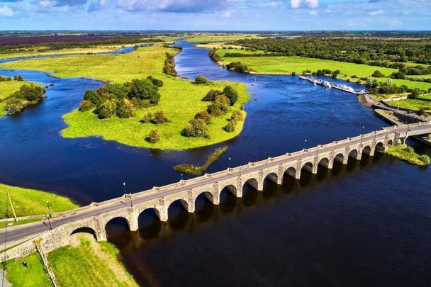 Shannonbrige over the River Shannon in Co Offaly.