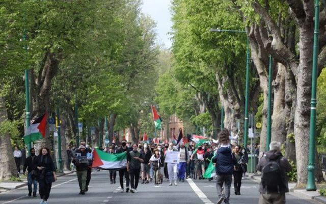 Demonstators march toward the Israeli Embassy in Ballsbridge.