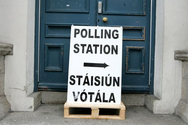 Should Irish citizens living abroad have the right to vote in Irish elections?