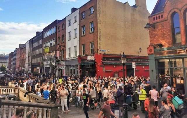 June 4, 2021: Outdoor crowds on South William Street in Dublin.