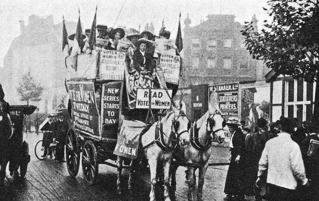 Circa 1911: Members of the Women\'s Social and Political Union campaigning for women\'s suffrage in Kingsway