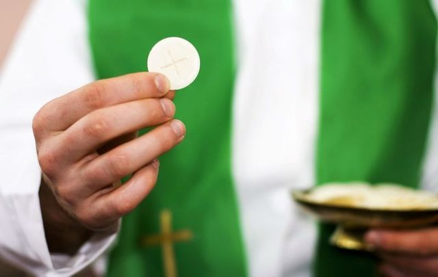 The US Conference of Catholic Bishops (USCCB) voted to move forward with drafting new Eucharist guidance on June 18.