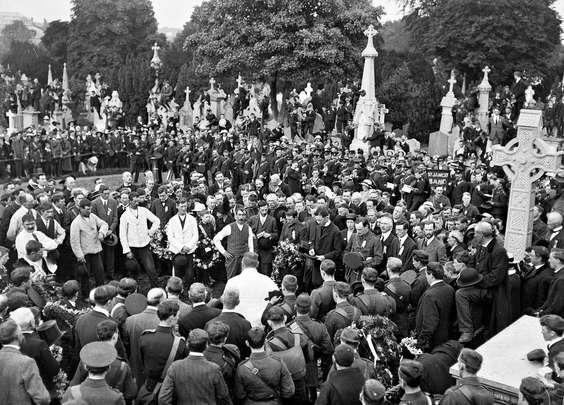 Aug 1, 1915: Funeral of Jeremiah O\'Donovan Rossa in Glasnevin Cemetery, Dublin.