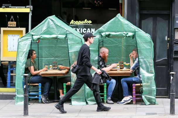 People dining outdoors on Dame Street in Dublin.