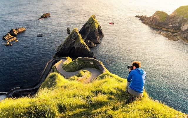A photographer at Dunquin on the Dingle Way in Co Kerry.