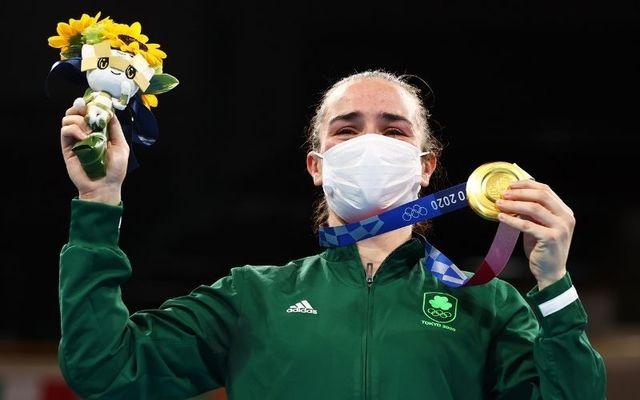 Harrington holds her gold medal aloft after defeating Beatriz Ferreira of Brazil on Sunday morning.