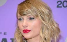 """Taylor Swift spotted wearing """"Shamrock"""" dress in Belfast"""