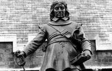 Thumb_oliver_cromwell_statue___getty