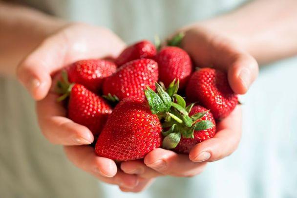 Delicious strawberry sundaes...Happy summer!