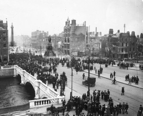 O\'Connell Bridge, in Dublin, during the 1916 Easter Rising.