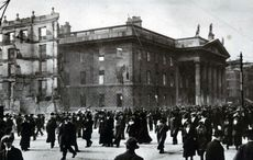 Thumb_mi_gpo_post_office_easter_rising_1916_people_post_destruction