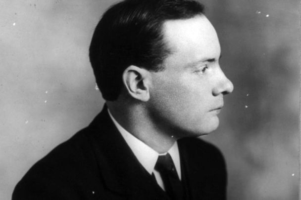 Why Patrick Pearse was always photographed in profile?