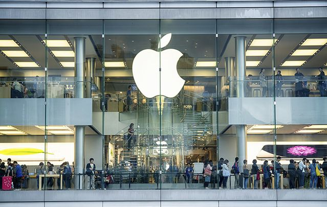 A busy Apple Store in Hong Kong located inside IFC shopping mall, Hong Kong.