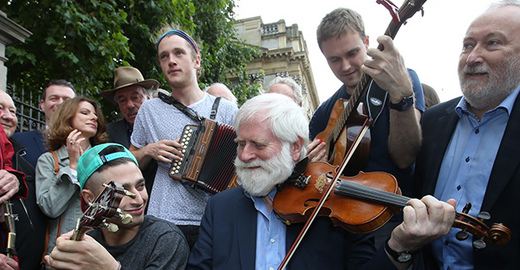 Cropped_irish-music-session-protest-rolling-news