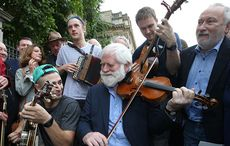 Thumb_irish-music-session-protest-rolling-news
