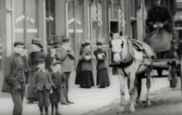 Mitchell and Kenyon film of the Derry cattle markets.