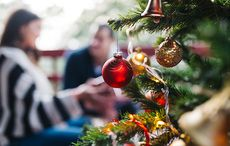 Thumb_christmas_family_home_istock__2_