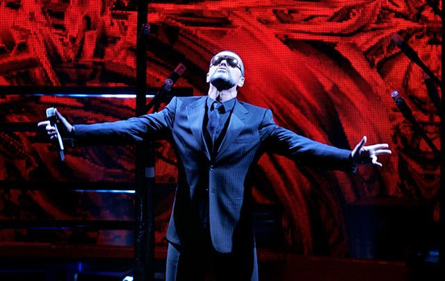 Fans around the world are mourning the death of singer George Michael, who died at the age of 53 at his home on Christmas day.