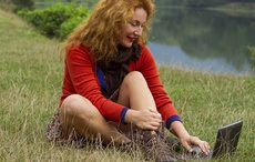 Thumb_redhead_computer_search_online_field_istock